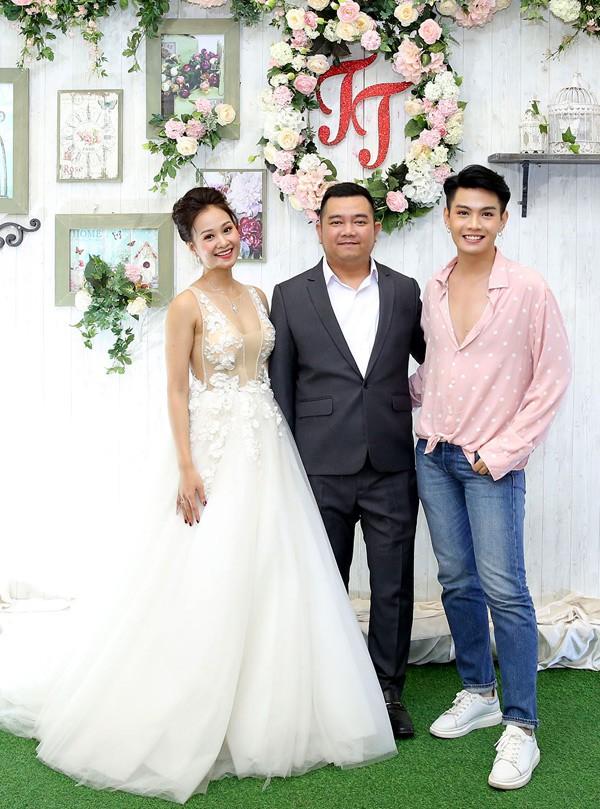 Mr Đàm cùng dàn nghệ sĩ đến chúc mừng đám cưới của Hà Thúy Anh với quản lý sau 3 năm yêu - Ảnh 3.