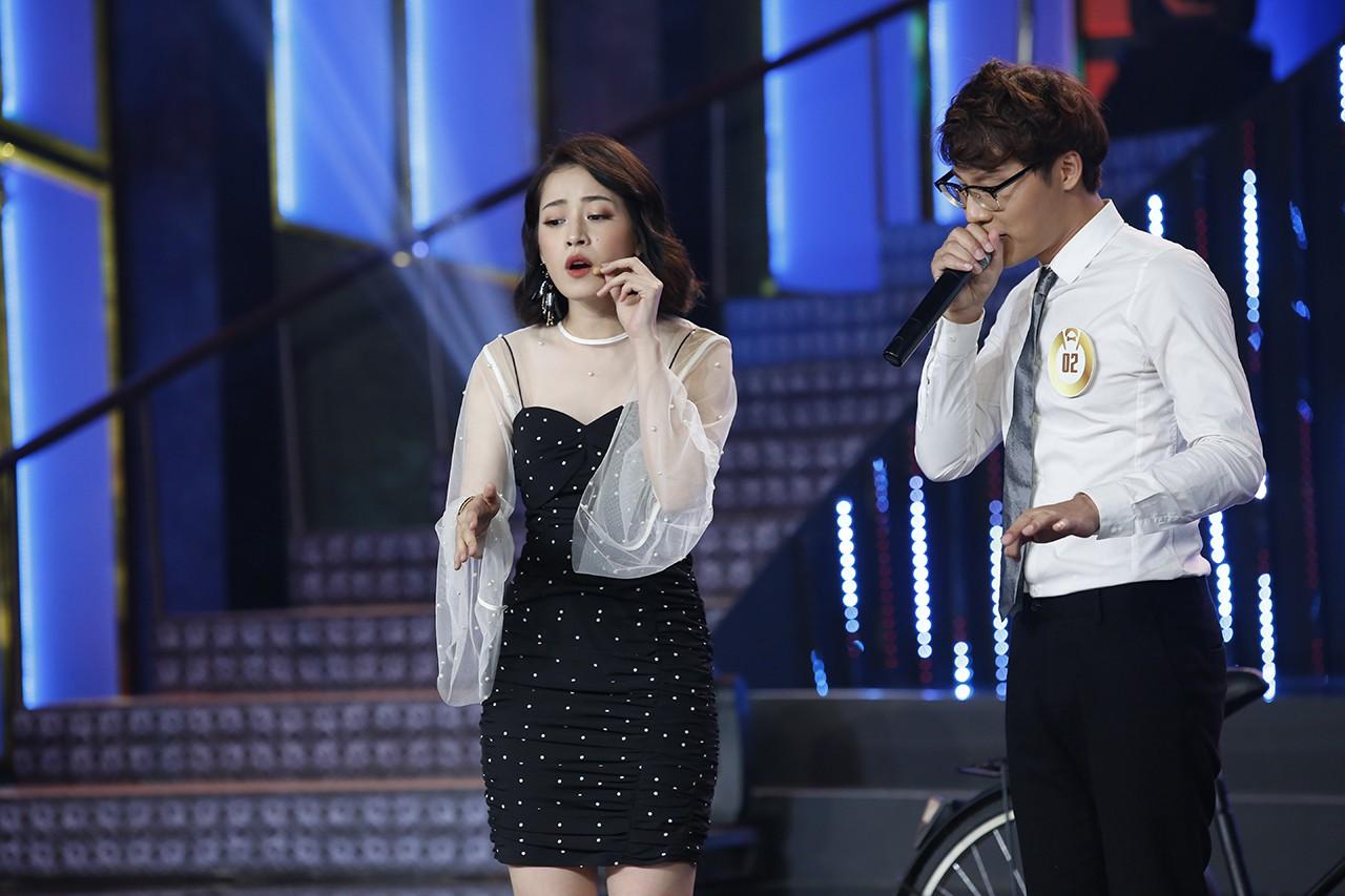 Clip: Chi Pu lạc giọng khi lần đầu hát live trên một show thực tế - Ảnh 3.