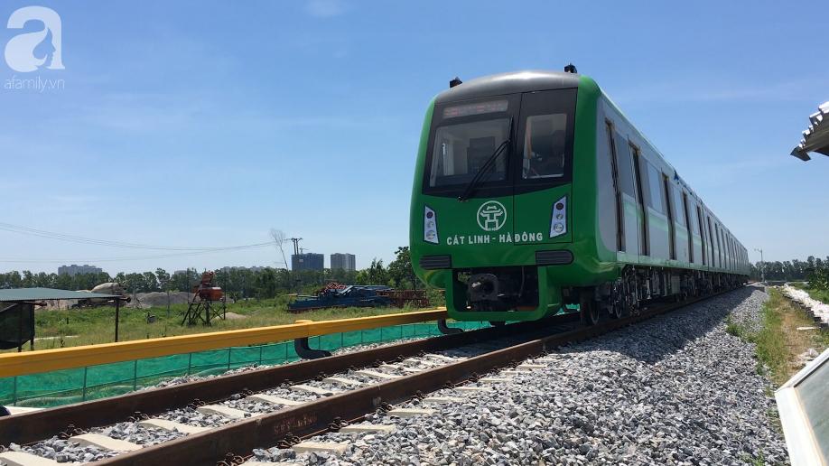 Đường sắt Cát Linh - Hà Đông chạy thử tàu - Ảnh 7.