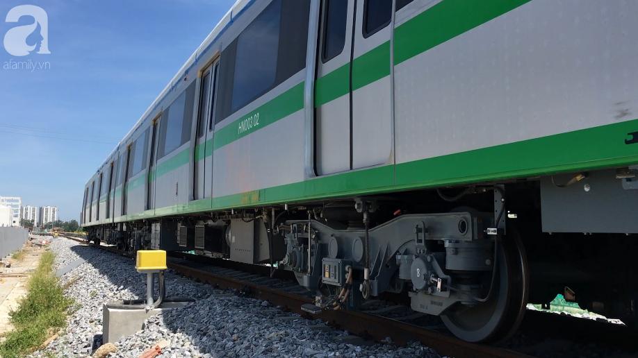 Tàu điện tuyến Cát Linh - Hà Đông chính thức đóng điện lưới Quốc Gia để chạy thử - Ảnh 8.
