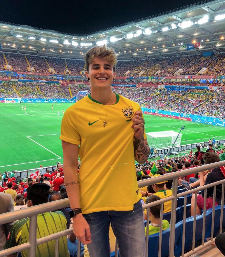 Hot boy Brazil 4,3 triệu follower tiết lộ ảnh hồi 9 tuổi: Đừng chê ai xấu khi họ vẫn chưa dậy thì xong! - Ảnh 2.