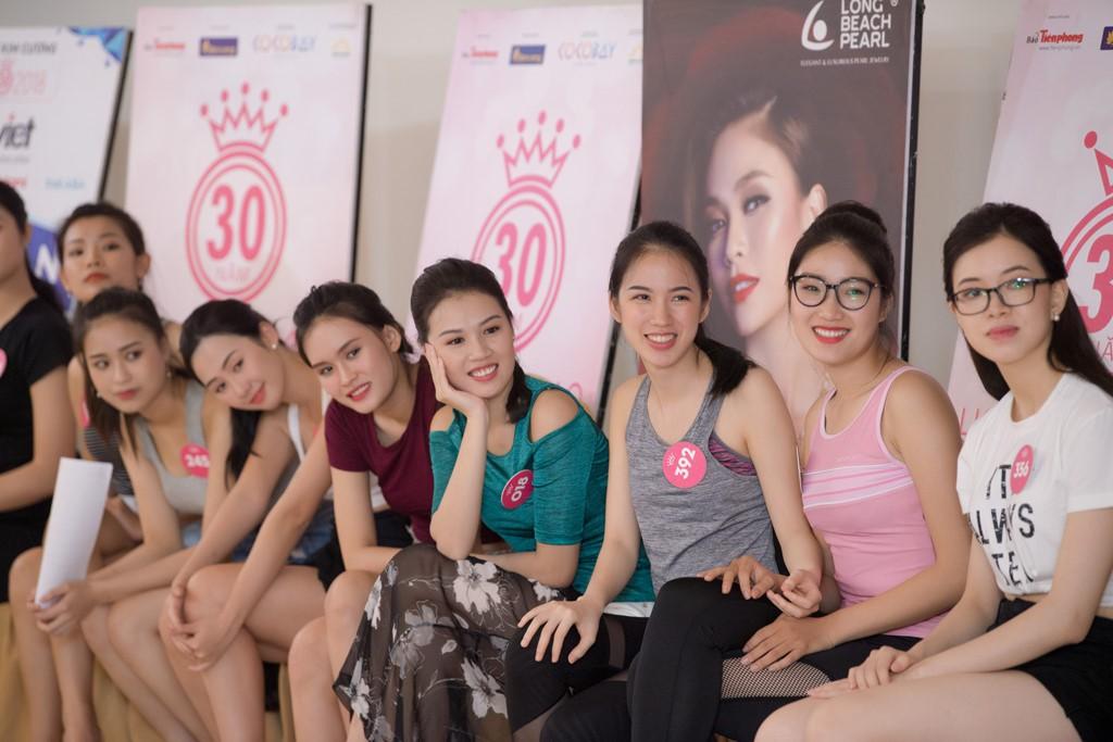 Dàn thí sinh Hoa hậu Việt Nam 2018 phía Bắc khoe eo thon, ráo riết tập luyện cho đêm Chung khảo - Ảnh 1.