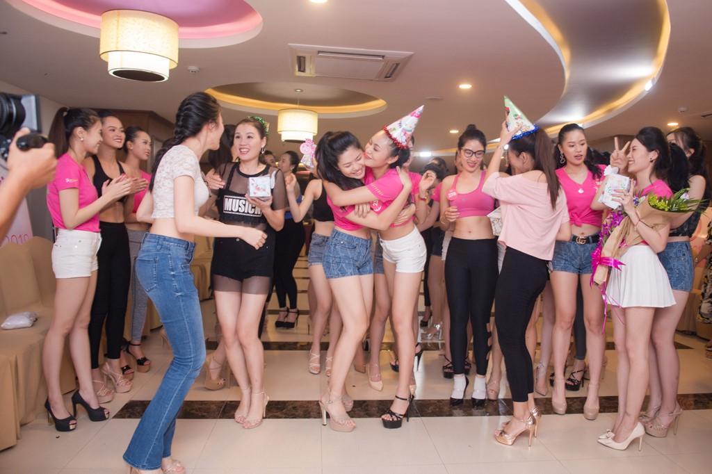 Dàn thí sinh Hoa hậu Việt Nam 2018 phía Bắc khoe eo thon, ráo riết tập luyện cho đêm Chung khảo - Ảnh 8.