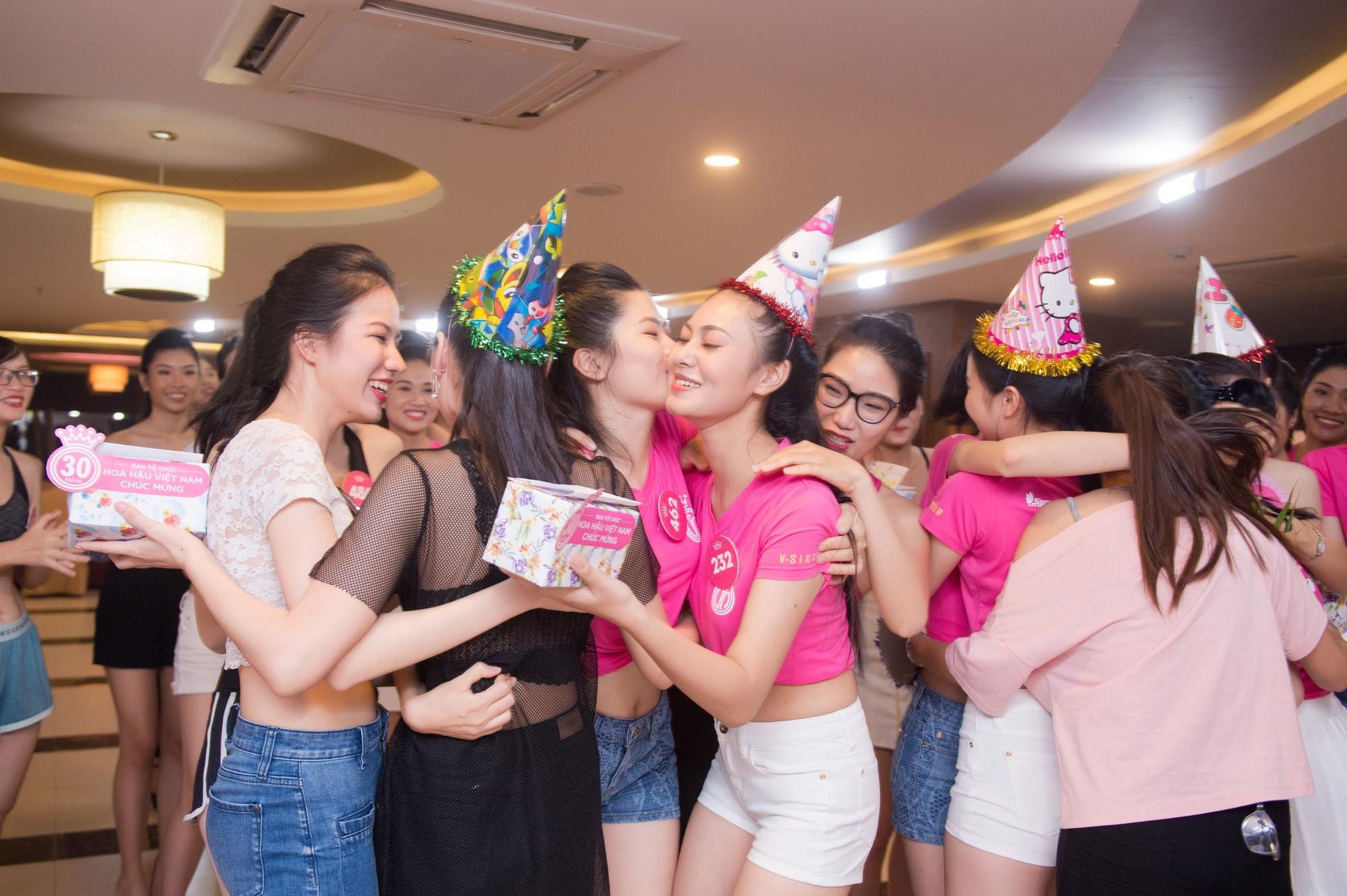 Dàn thí sinh Hoa hậu Việt Nam 2018 phía Bắc khoe eo thon, ráo riết tập luyện cho đêm Chung khảo - Ảnh 9.