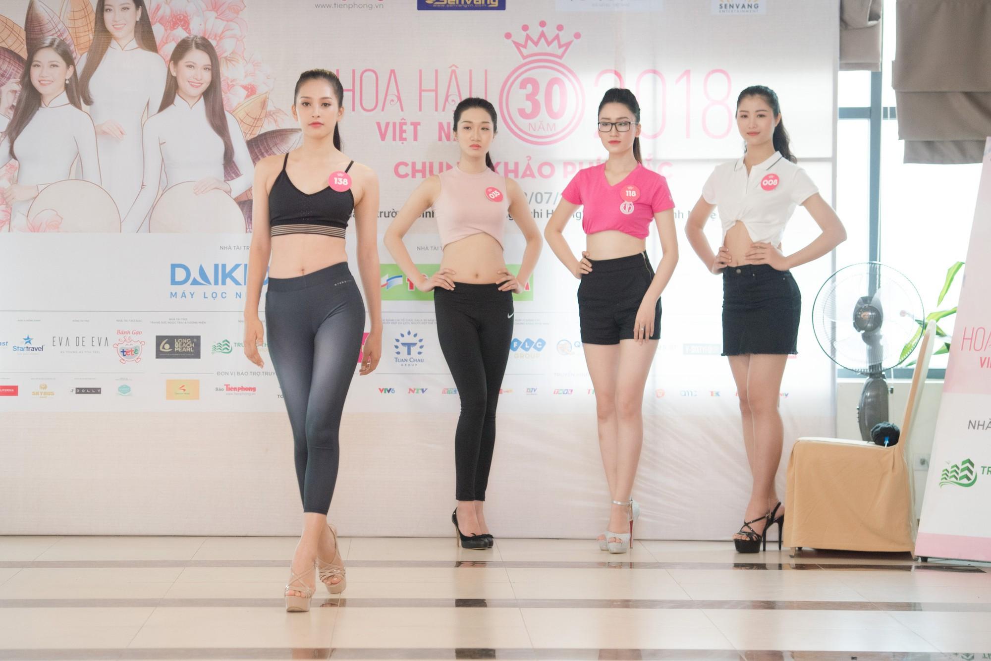 Dàn thí sinh Hoa hậu Việt Nam 2018 phía Bắc khoe eo thon, ráo riết tập luyện cho đêm Chung khảo - Ảnh 2.