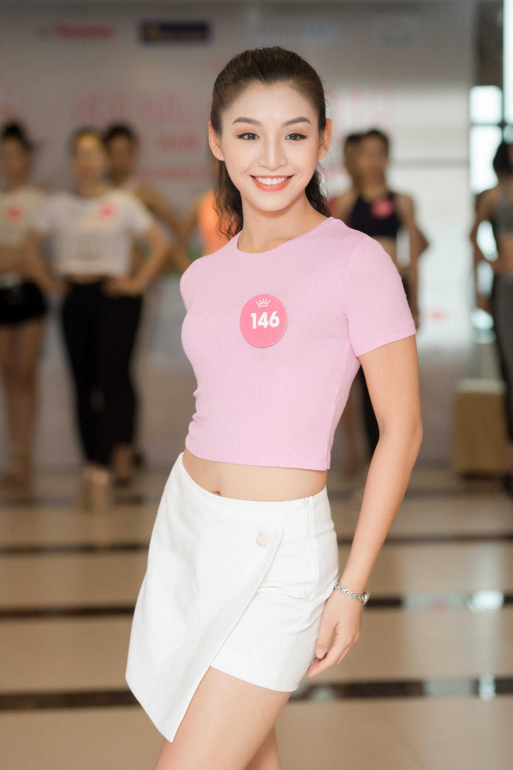 Dàn thí sinh Hoa hậu Việt Nam 2018 phía Bắc khoe eo thon, ráo riết tập luyện cho đêm Chung khảo - Ảnh 5.