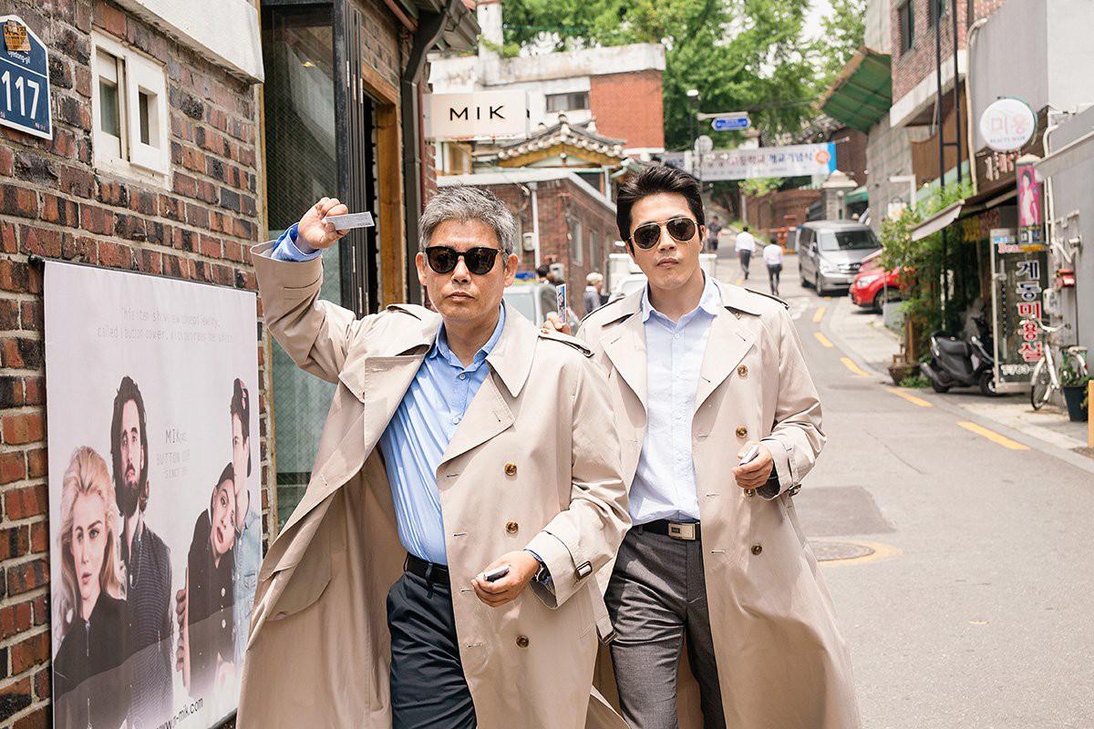 """""""Thám Tử Gà Mơ 2"""": Bộ đôi thám tử lầy lội đã trở lại và """"ăn hại"""" hơn xưa cùng Lee Kwang Soo - Ảnh 2."""