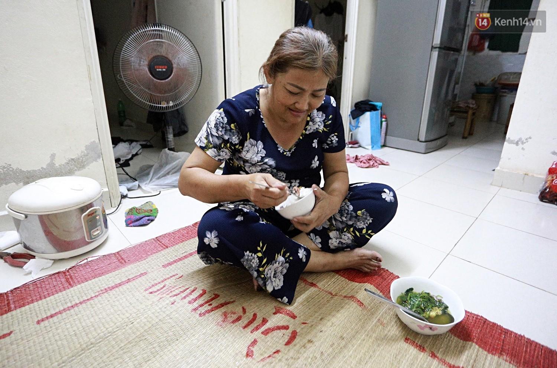 Chung cư không chồng ở Đà Nẵng: Nơi những người phụ nữ đùm bọc, làm tất cả việc của đàn ông kể cả bảo vệ tổ dân phố - Ảnh 12.