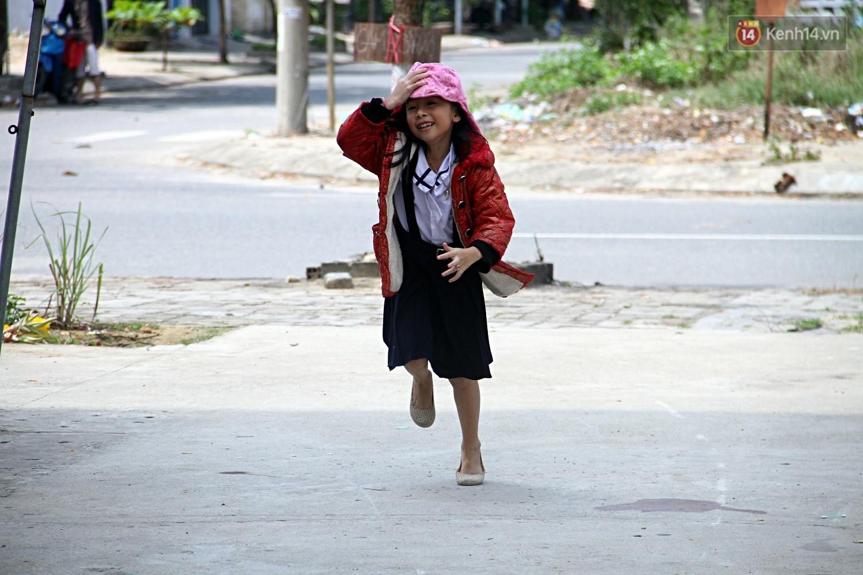 Chung cư không chồng ở Đà Nẵng: Nơi những người phụ nữ đùm bọc, làm tất cả việc của đàn ông kể cả bảo vệ tổ dân phố - Ảnh 7.