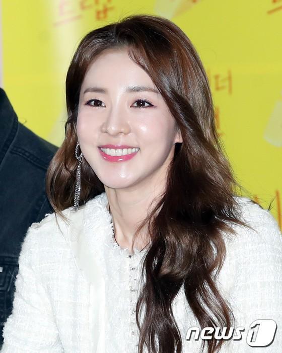Không ngờ người đẹp không tuổi Dara U40 lại có cách níu giữ tuổi xuân đơn giản đến vậy - Ảnh 4.