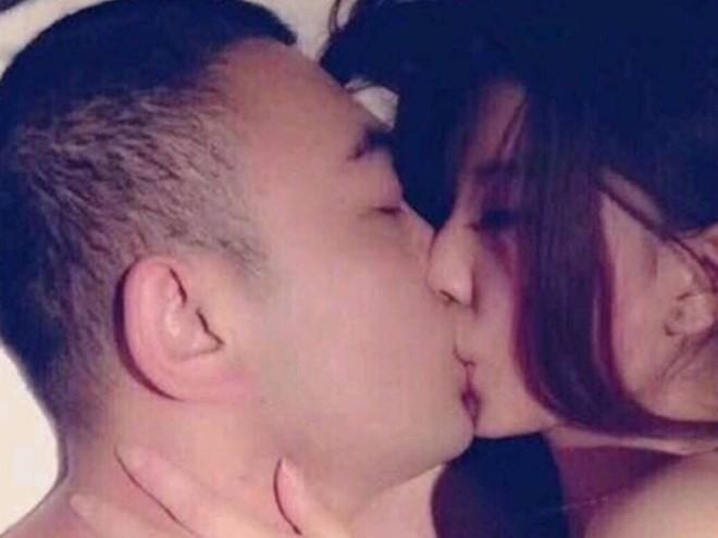 Sốc với nghi vấn Phạm Băng Băng lộ ảnh khoả thân, ôm hôn đắm đuối người đàn ông lạ mặt - Ảnh 2.