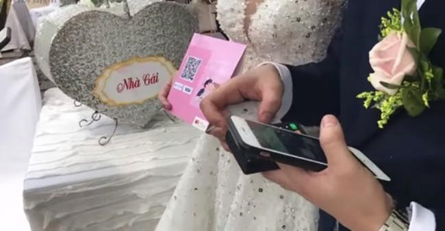 Xôn xao đám cưới quẹt thẻ đầu tiên tại Việt Nam, cư dân mạng đưa ra nhiều ý kiến trái chiều - Ảnh 2.