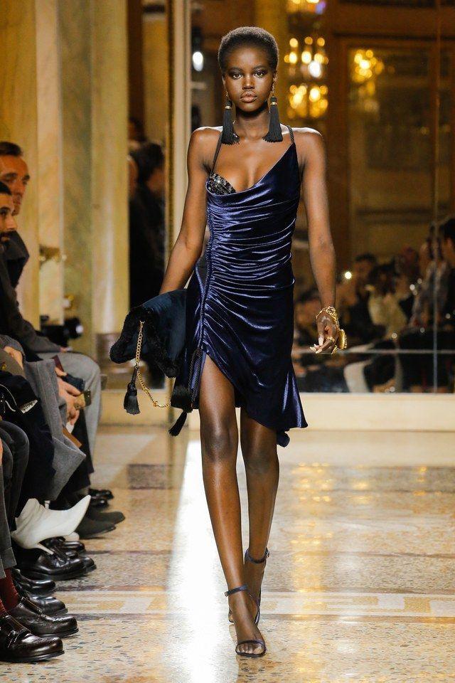 Chiếc váy giúp HHen Niê lột xác ấn tượng nhất từ trước tới giờ bị nghi là sản phẩm đạo nhái - Ảnh 4.