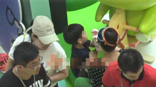 Hình ảnh con trai riêng 5 tuổi luôn được mỹ nhân Hoan Lạc Tụng giấu kín tiếp tục được tiết lộ - Ảnh 9.