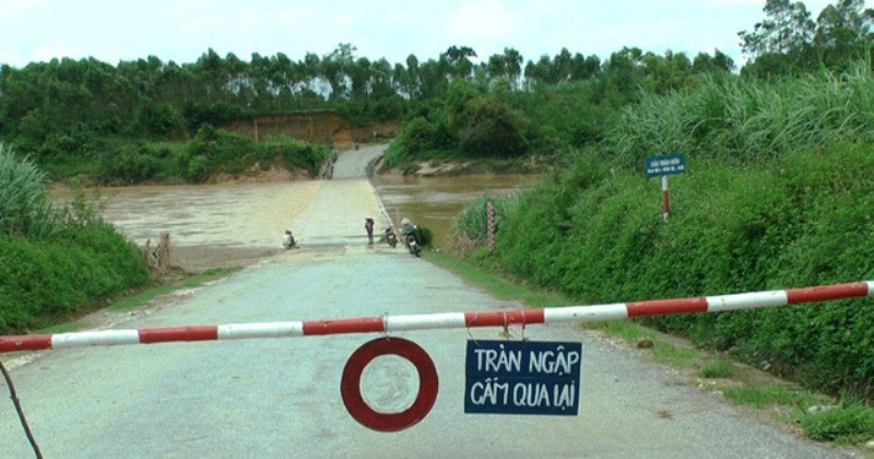 Nghệ An: Nhiều thôn bản bị cô lập do mưa lũ trước cơn bão số 3 - Ảnh 1.