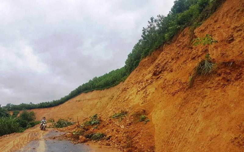 Nghệ An: Nhiều thôn bản bị cô lập do mưa lũ trước cơn bão số 3 - Ảnh 3.