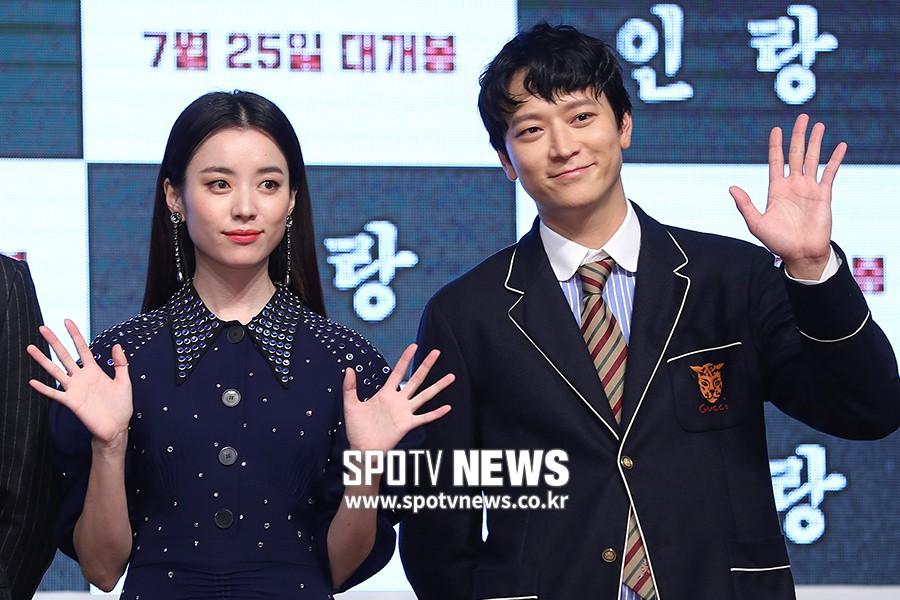 Sau tin đồn hẹn hò, thánh sống Kang Dong Won và Han Hyo Joo có biểu hiện gây sốt trong lần đầu lộ diện - Ảnh 6.