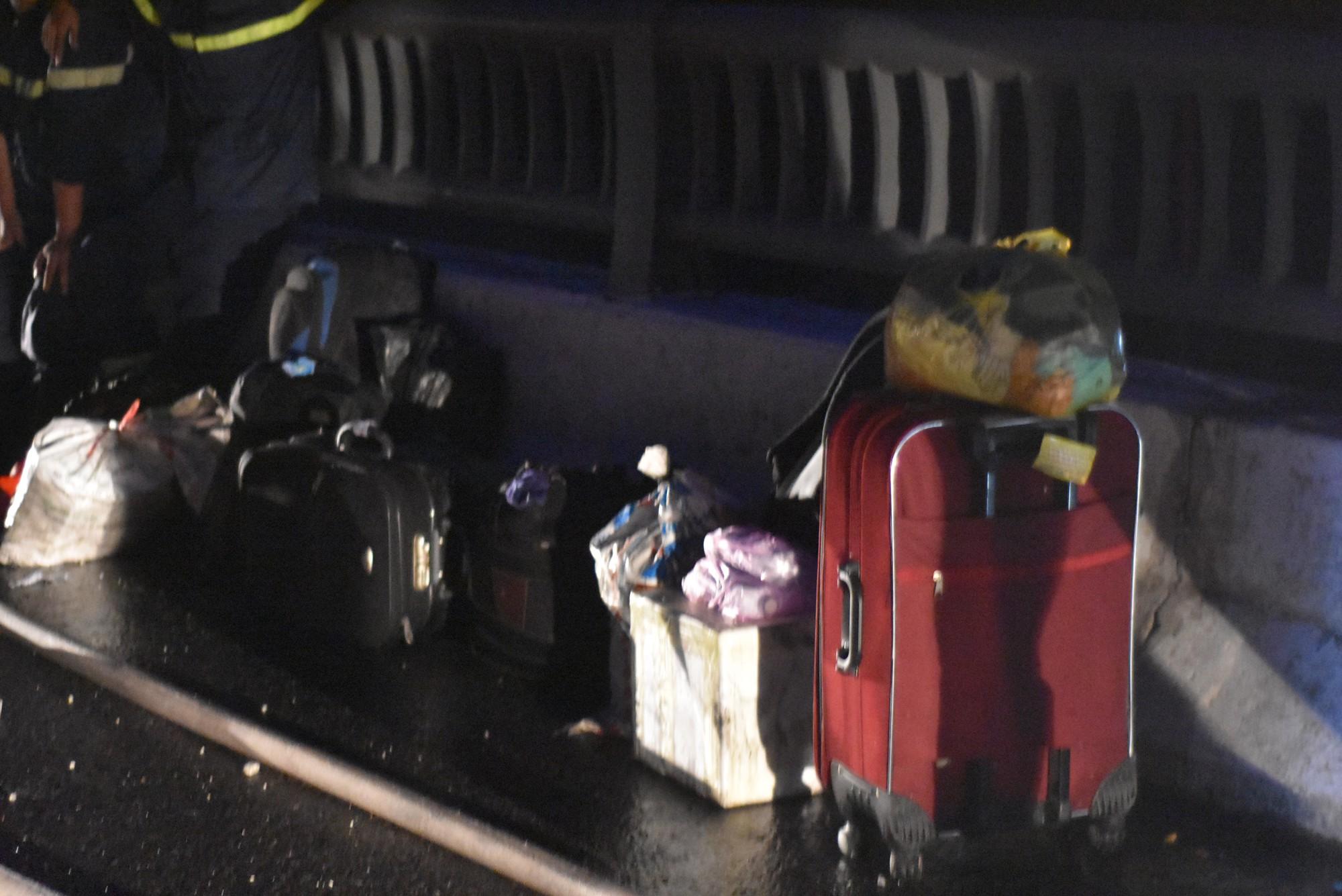 Hành lý còn sót lại sau vụ cháy.