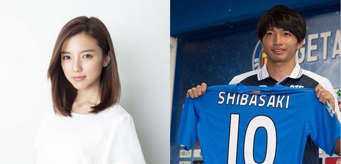 Bóng hồng Nhật Bản cưới tiền vệ kém tuổi hậu World Cup - Ảnh 2.