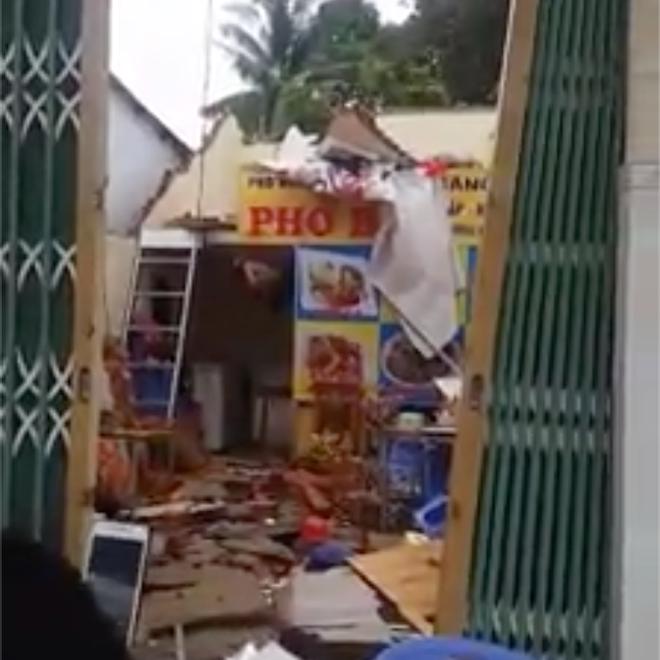 Phú Quốc: Nhiều ngôi nhà bị thổi bay mất nóc vì ảnh hưởng của bão số 3 - Ảnh 2.