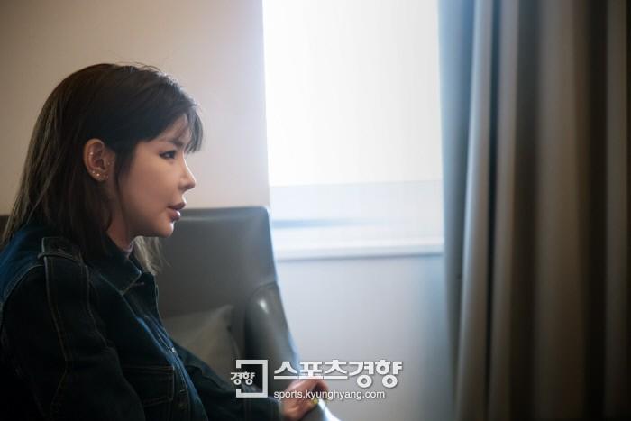 Lâu lắm mới xuất hiện, Park Bom khiến dân tình á ố vì xinh bất ngờ và mặt không còn đơ cứng như xưa - Ảnh 2.