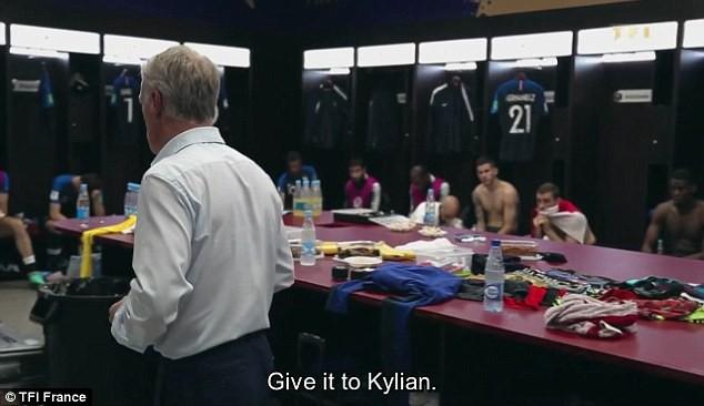 Hậu trường hiếm của Pháp ở chung kết World Cup: HLV Deschamps yêu cầu chuyền bóng cho Mbappe - Ảnh 3.