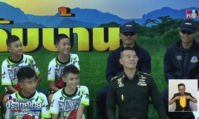 Họp báo đội bóng nhí mắc kẹt: Các cậu bé kể lại diễn biến trong hang, cùng gửi lời cầu nguyện tới người lính Navy SEAL đã thiệt mạng - Ảnh 2.
