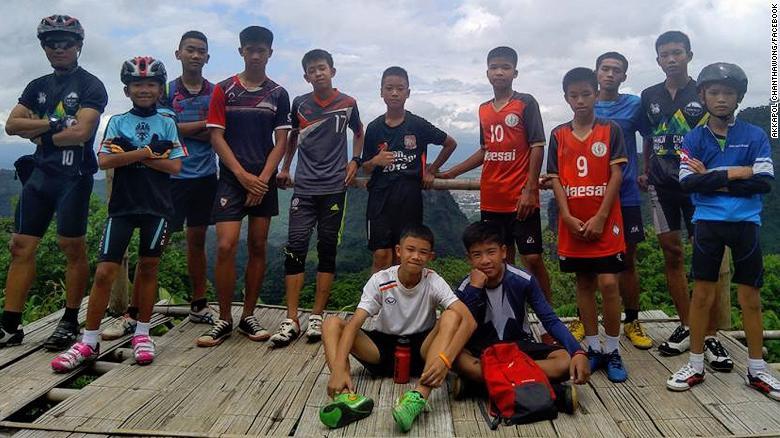 Nóng: Đã tìm thấy đội bóng Thái Lan mất tích, 12 đứa trẻ và huấn luyện viên đều sống sót đầy kỳ diệu - Ảnh 1.