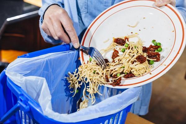 Phạt tiền nếu để thừa đồ ăn khi ăn buffet - quy định đã có từ lâu nhưng là nên hay không nên? - Ảnh 1.