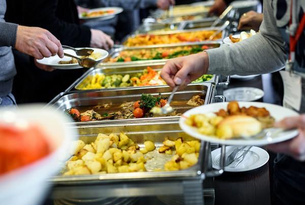 Phạt tiền nếu để thừa đồ ăn khi ăn buffet - quy định đã có từ lâu nhưng là nên hay không nên? - Ảnh 3.
