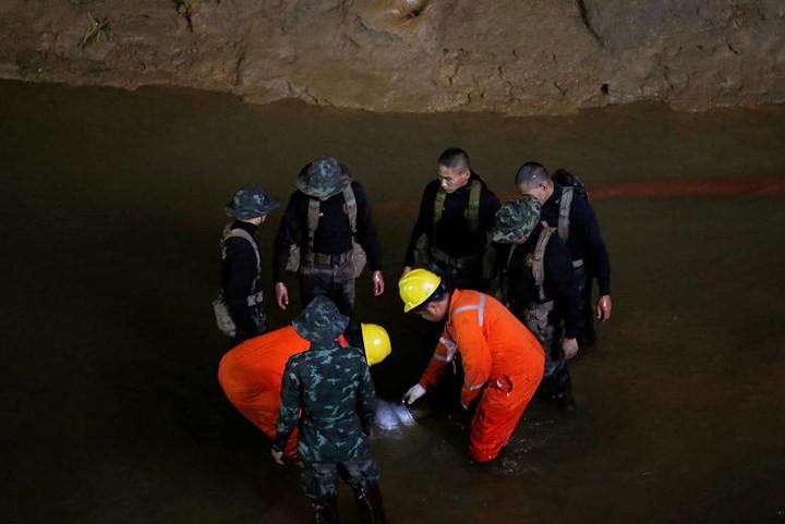 Ảnh: Toàn cảnh nỗ lực giải cứu đội bóng Thái Lan đầy cam go - Ảnh 16.