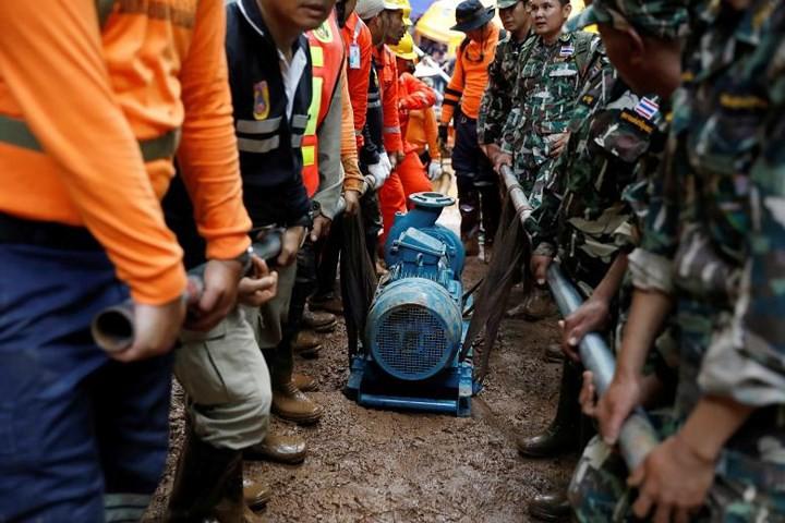 Ảnh: Toàn cảnh nỗ lực giải cứu đội bóng Thái Lan đầy cam go - Ảnh 18.