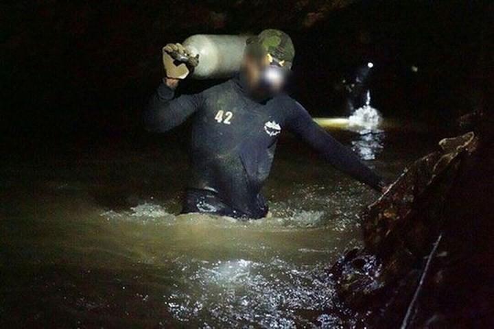Ảnh: Toàn cảnh nỗ lực giải cứu đội bóng Thái Lan đầy cam go - Ảnh 3.