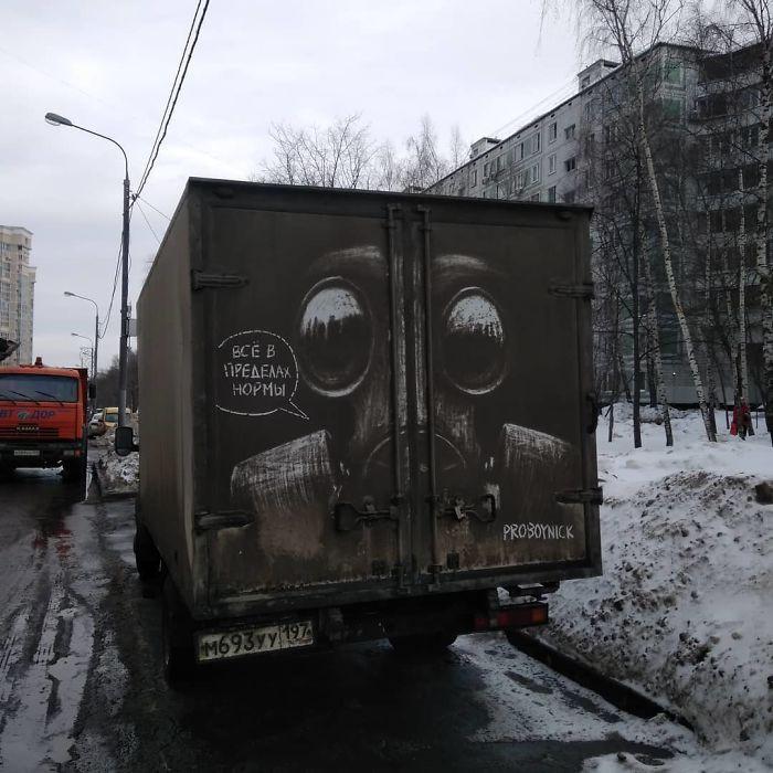 Chàng nghệ sĩ người Nga và những tác phẩm hội họa tuyệt đẹp được vẽ nên từ lớp bụi dày trên ô tô - Ảnh 11.