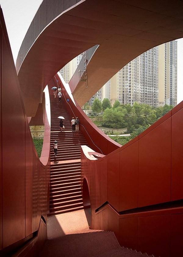 Bên cạnh cầu Vàng Đà Nẵng, còn có 5 cây cầu khác khiến cả thế giới thích thú vì thiết kế độc đáo, ấn tượng - Ảnh 2.