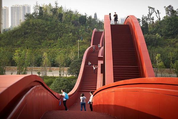 Bên cạnh cầu Vàng Đà Nẵng, còn có 5 cây cầu khác khiến cả thế giới thích thú vì thiết kế độc đáo, ấn tượng - Ảnh 3.