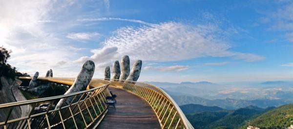 Cầu Vàng Đà Nẵng xuất hiện trên Instagram nghệ thuật nổi tiếng thế giới cùng vô vàn lời khen - Ảnh 3.
