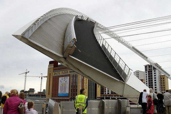 Bên cạnh cầu Vàng Đà Nẵng, còn có 5 cây cầu khác khiến cả thế giới thích thú vì thiết kế độc đáo, ấn tượng - Ảnh 19.