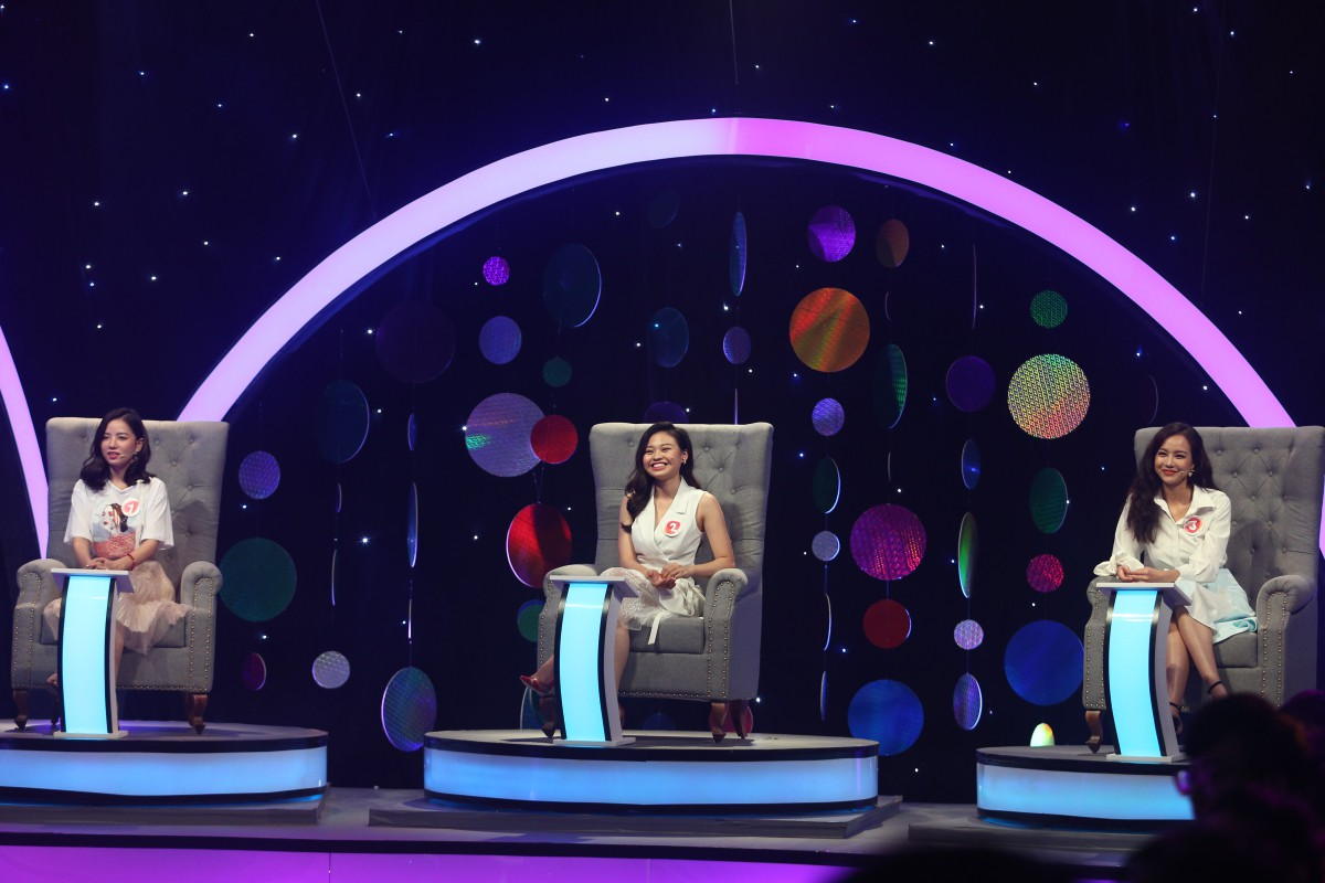 Tần Số Tình Yêu - Nam Thư nghẹn ngào gặp người yêu cũ đi tìm bạn gái mới trên truyền hình