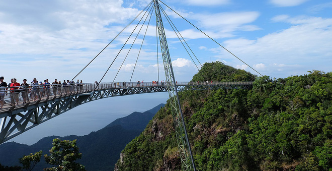 Bên cạnh cầu Vàng Đà Nẵng, còn có 5 cây cầu khác khiến cả thế giới thích thú vì thiết kế độc đáo, ấn tượng - Ảnh 13.