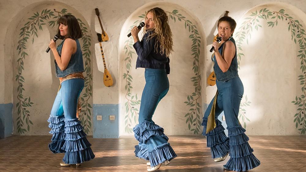 Đắm mình trong âm nhạc xúc động và tình yêu dài rộng sau 10 năm chờ đợi Mamma Mia! 2 - Ảnh 2.