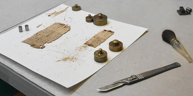 Bí mật tờ văn tự cổ viết trên giấy cói niên đại 2.000 năm tuổi đã được giải đáp: hóa ra là chữ bác sĩ - Ảnh 2.