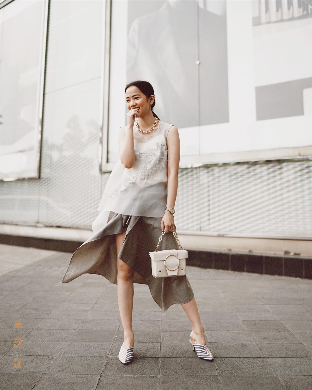 Gợi ý 5 mẫu váy thanh lịch, trang nhã cho các nàng đi dự đám cưới mà không sợ nổi hơn cô dâu - Ảnh 10.