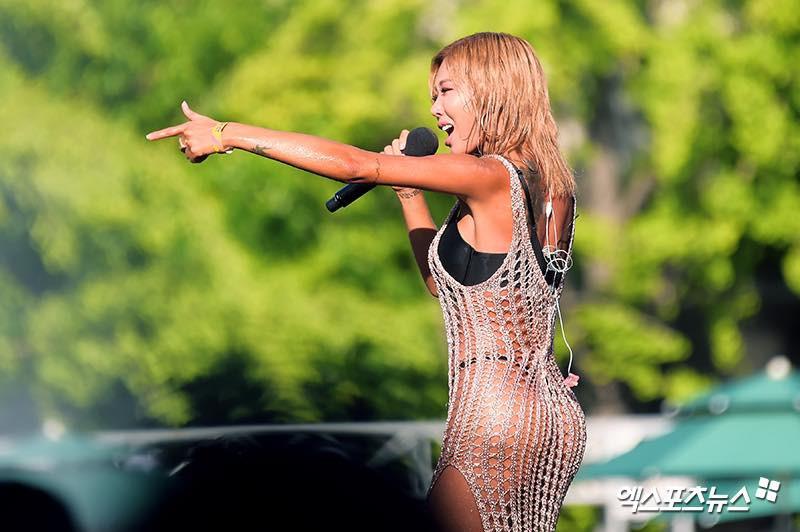 Rapper Jessi mặc váy lưới mix cùng bikini đi lễ hội nước, là phản cảm hay gợi cảm? - Ảnh 3.