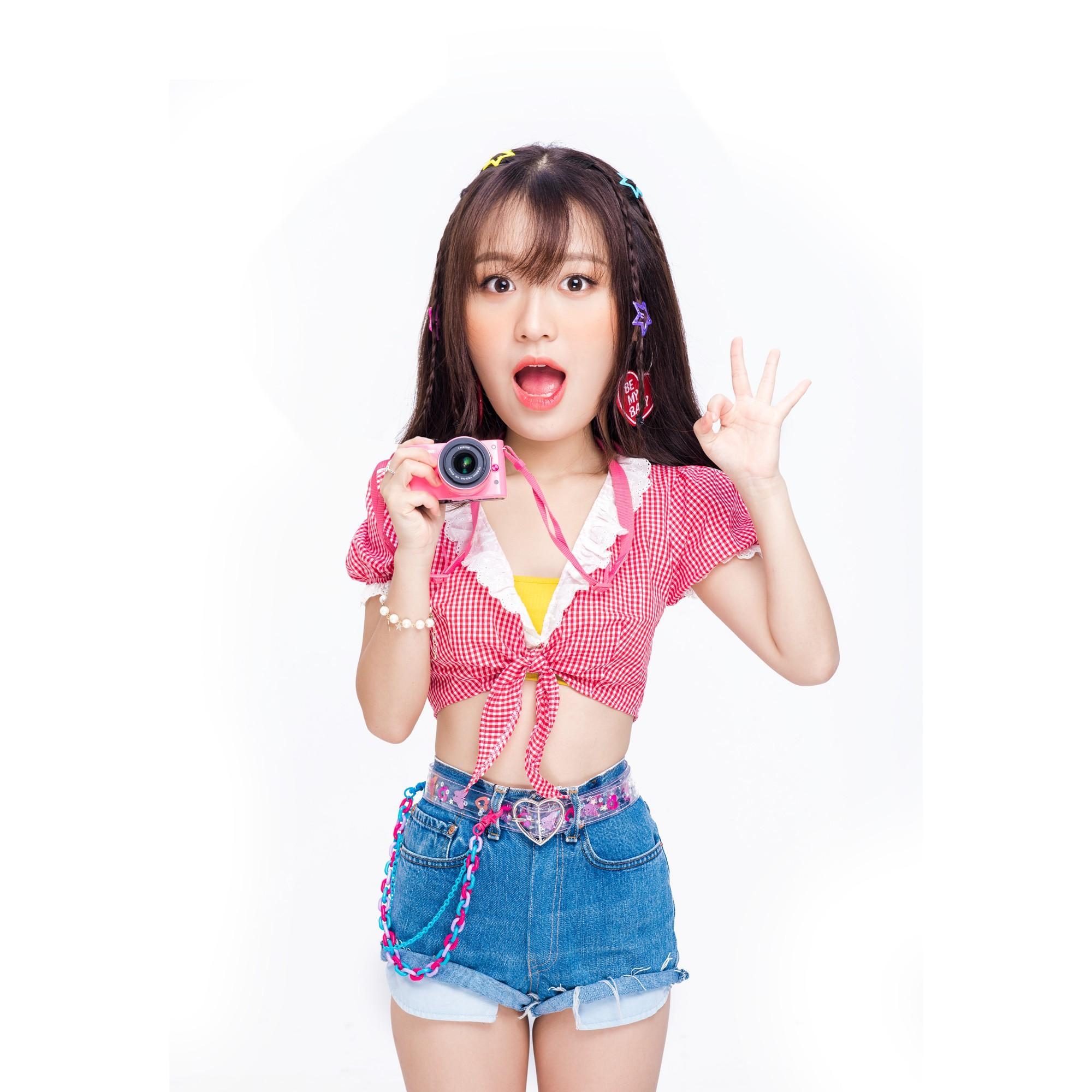 """Han Sara khẳng định thương hiệu cô nàng thả thính """"lầy lội"""" nhất showbiz trong MV mới - Ảnh 2."""