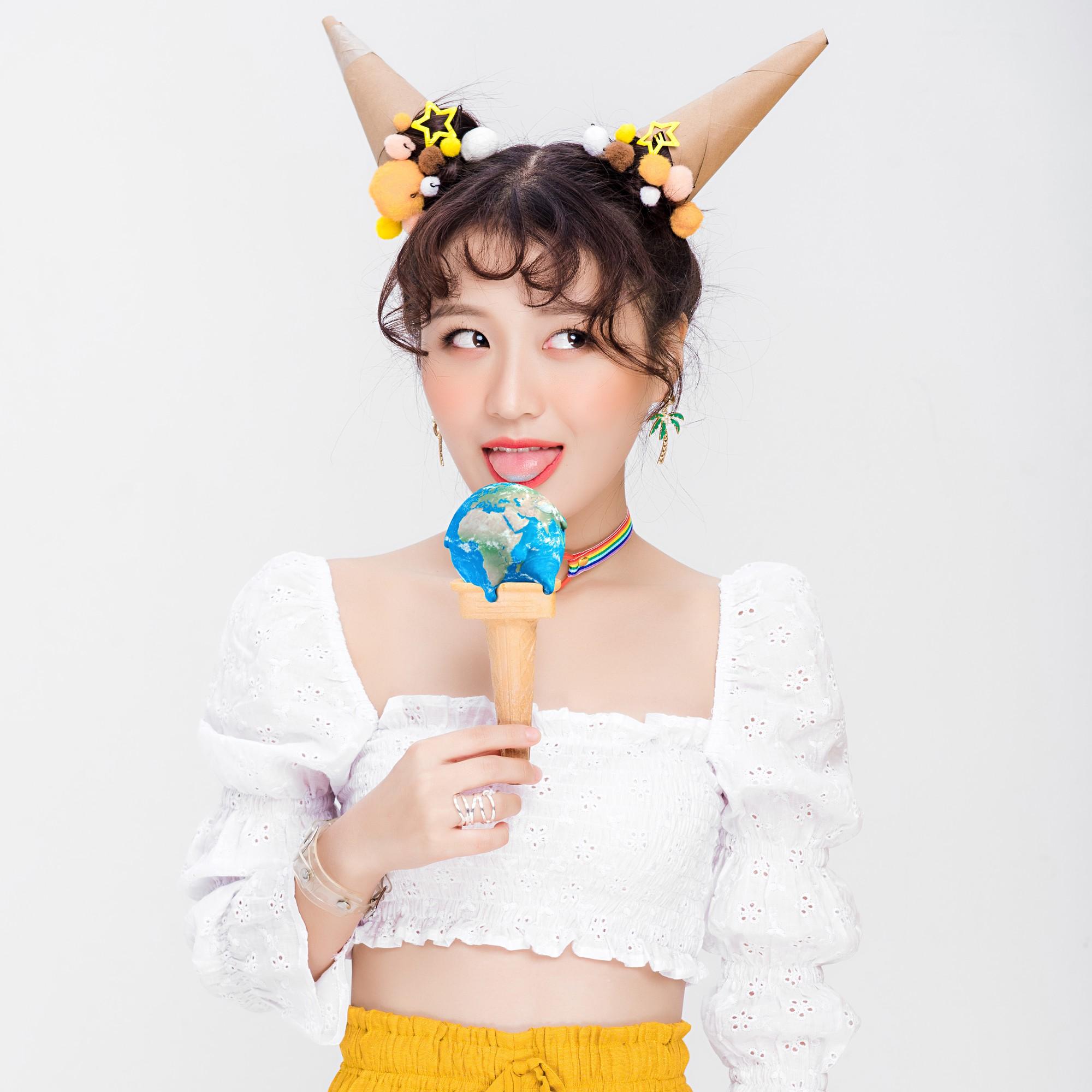 """Han Sara khẳng định thương hiệu cô nàng thả thính """"lầy lội"""" nhất showbiz trong MV mới - Ảnh 4."""