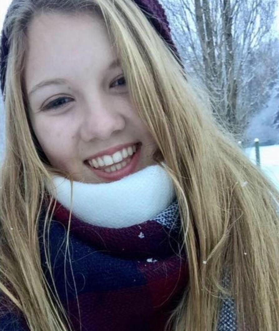 Sara Manitoski (16 tuổi).