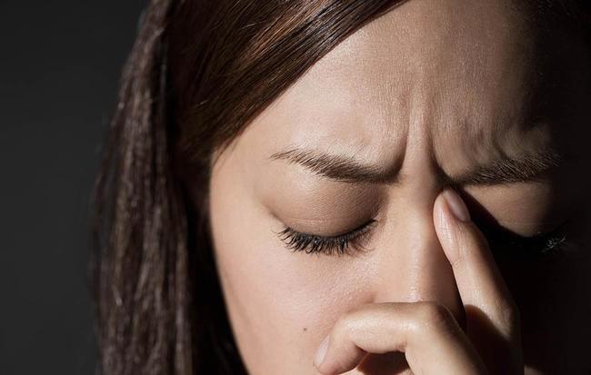 Để tóc ướt đi ngủ, bạn có thể gặp phải vô số tác hại ảnh hưởng nghiêm trọng tới sức khỏe - Ảnh 1.