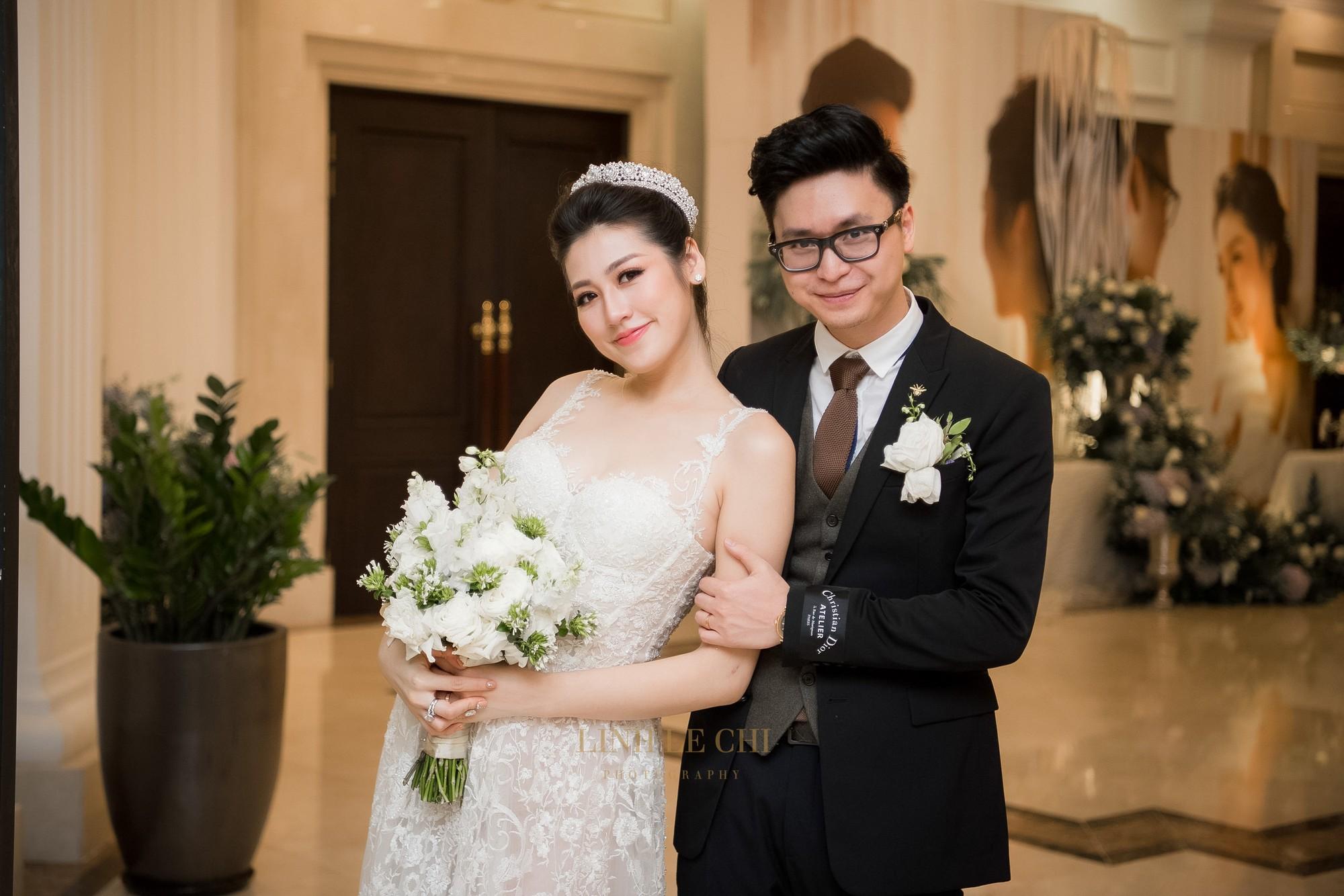 Ảnh đẹp: Á hậu Tú Anh nũng nịu ôm chặt ông xã trong tiệc cưới sang trọng ở Hà Nội - Ảnh 18.