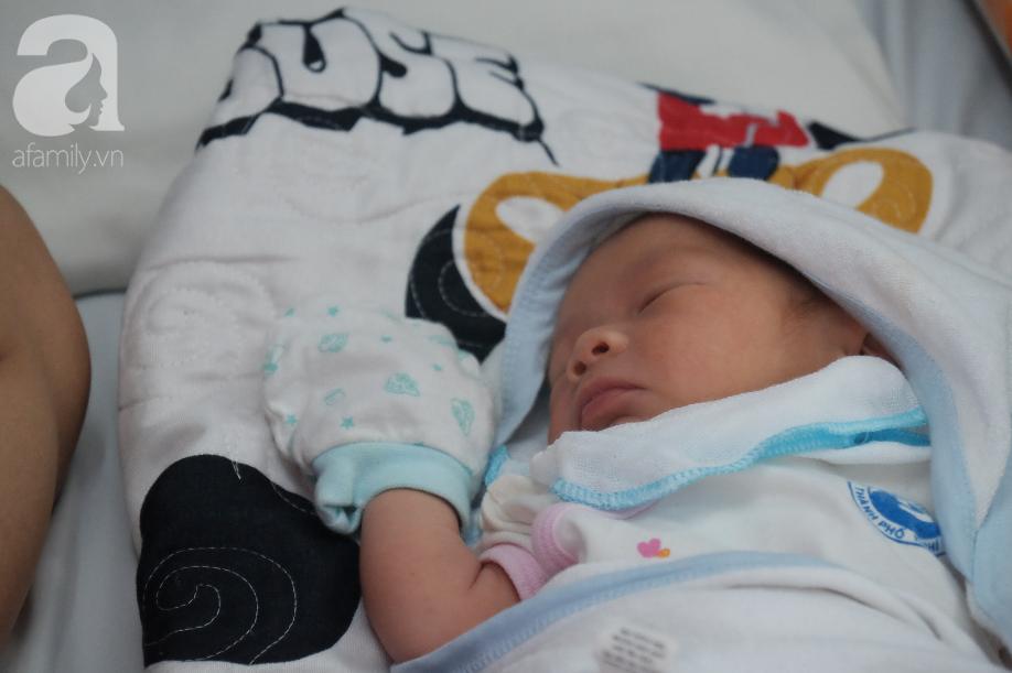 Đứa bé ra đời khỏe mạnh nhưng thiếu hơi ấm tình cha.